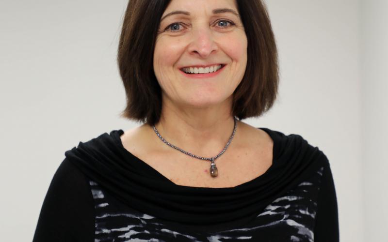 Lisa Hansell headshot